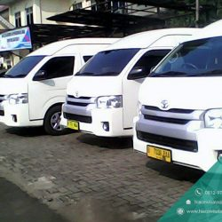 Mobil Toyota Hiace Commuter