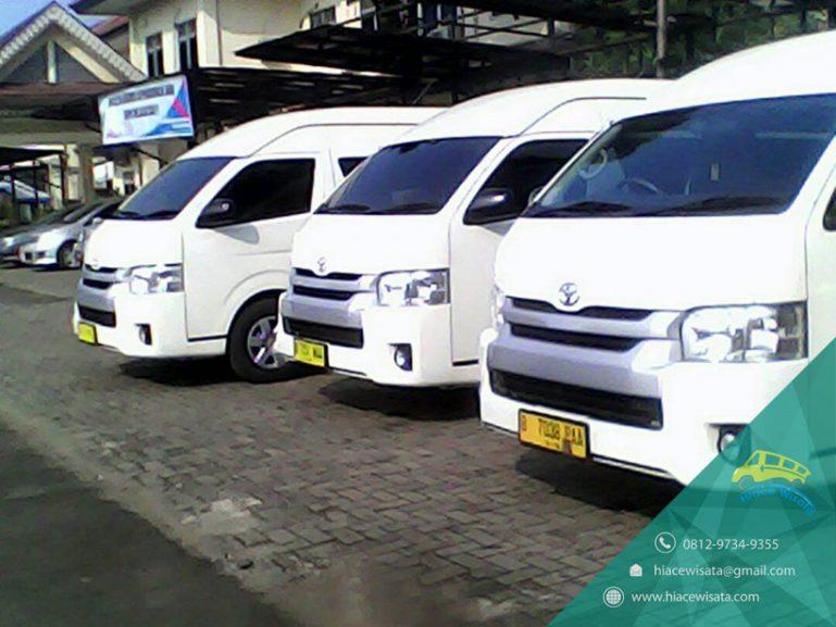 Mobil Toyota Hiace Commuter