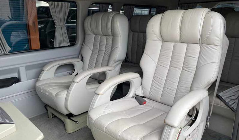 Toyota Hiace Luxury full
