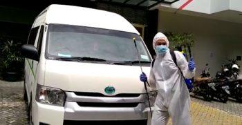 Penyemprotan disinfektan cegah virus corona di kabin mobil